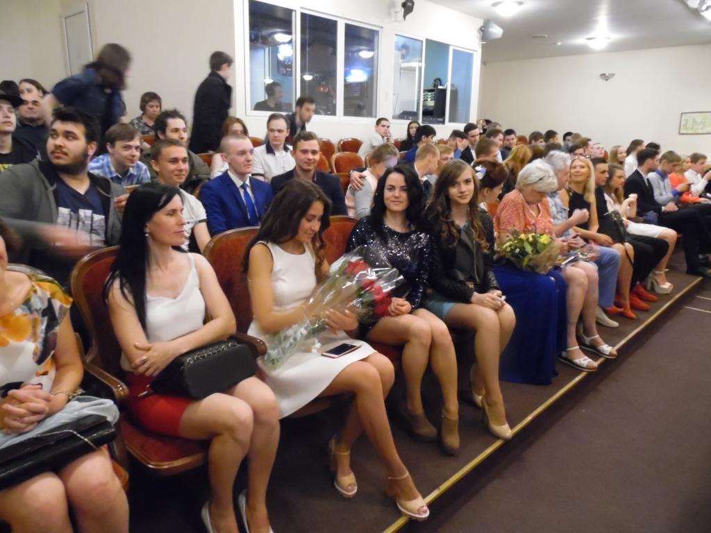 Торжественная церемония вручения дипломов выпускникам года  sam 3885 jpg